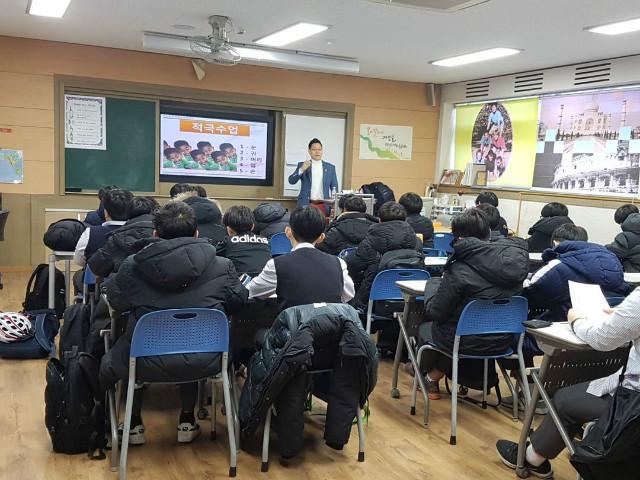 2018-12-12 의정부중학교 학생 프로그램 사진 (1).jpg
