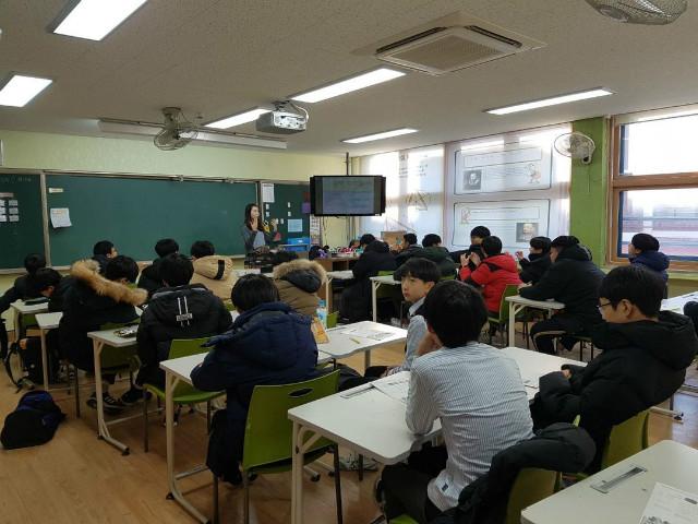 2018-12-12 의정부중학교 학생 프로그램 사진 (4).jpg