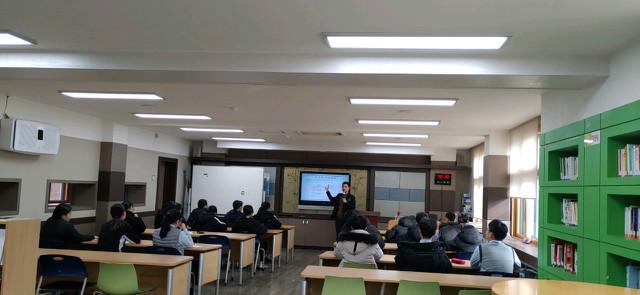 2019-12-11 함안 대산중학교 학생 프로그램 사진 (5).jpg
