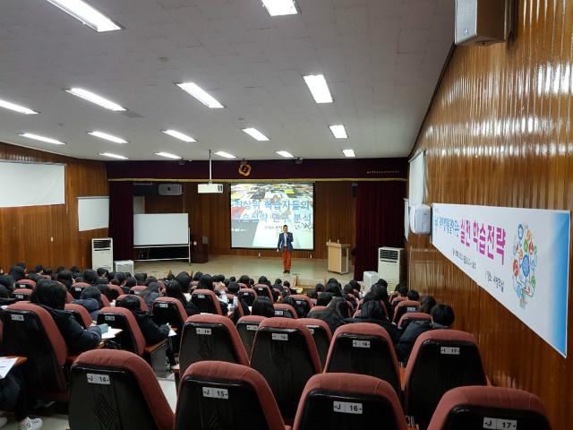 2019-12-13 마산 무학여자중학교 학생 특강 사진.jpg